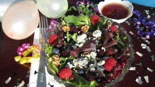 Berry Nommy Salad